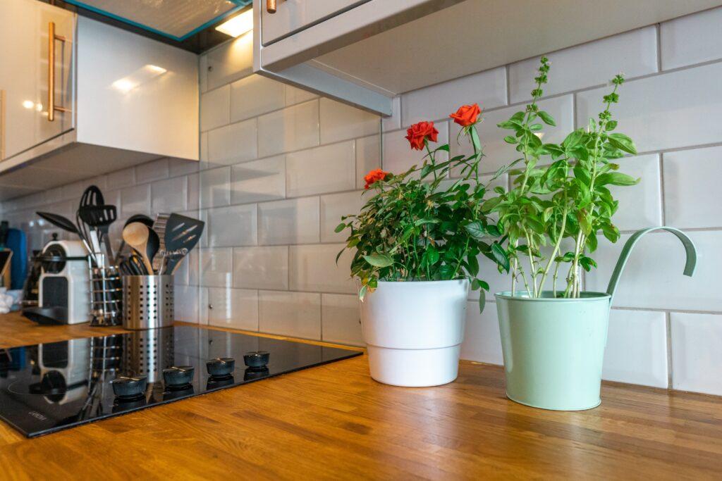 Kuchnia w stylu skandynawskim: kwiaty
