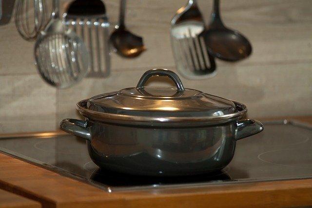 akcesoria kuchenne i garnek