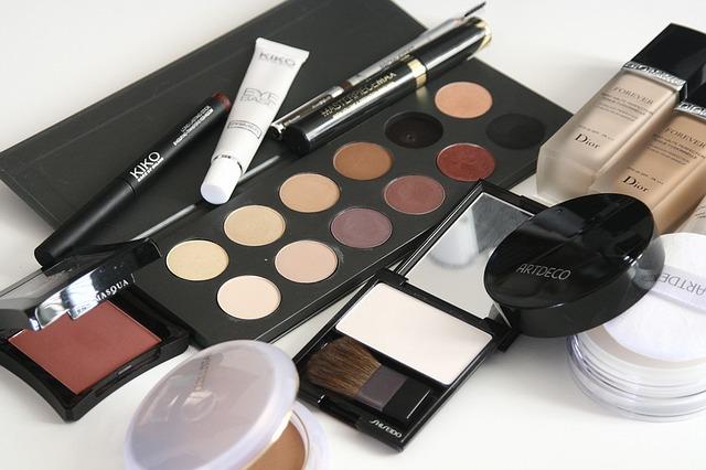 zestawy kosmetyków do makijażu