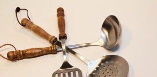 akcesoria kuchenne rodzaje tworzyw z drewnianą rączką