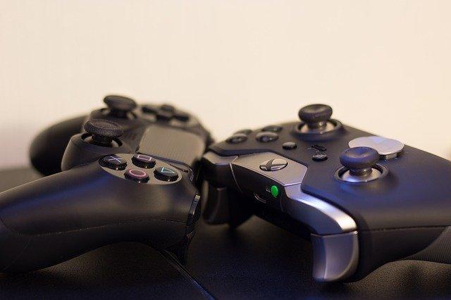 kontrolery do konsoli PS i Xbox