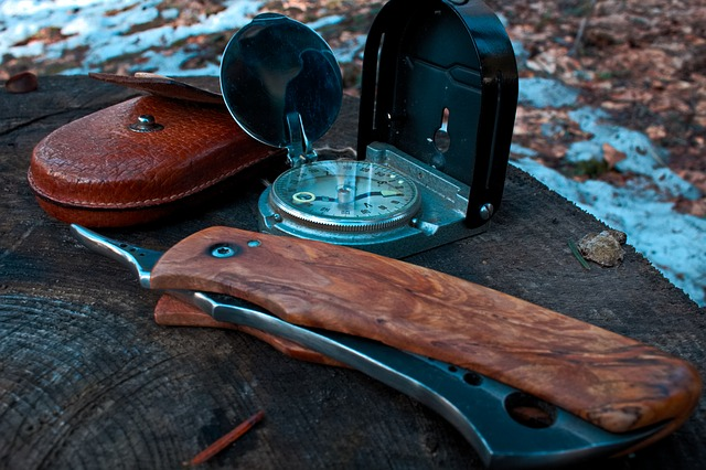 Zestaw survivalowy nóż i kompas